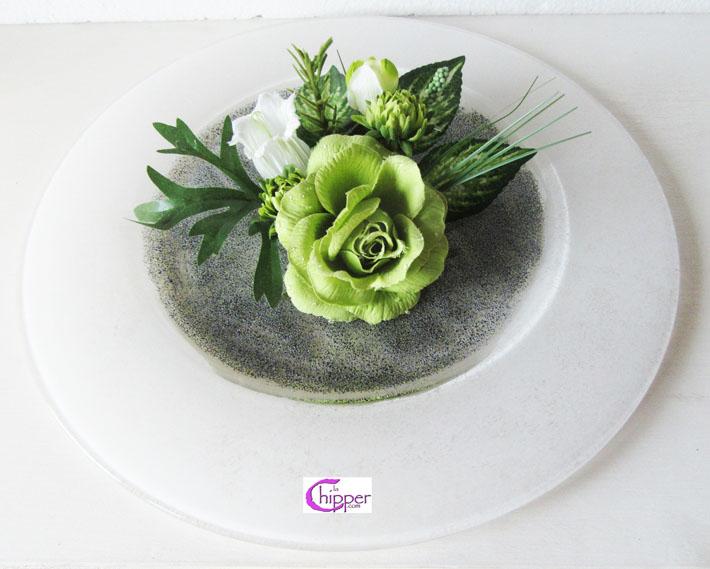 Piatto centrotavola bianco con fiori