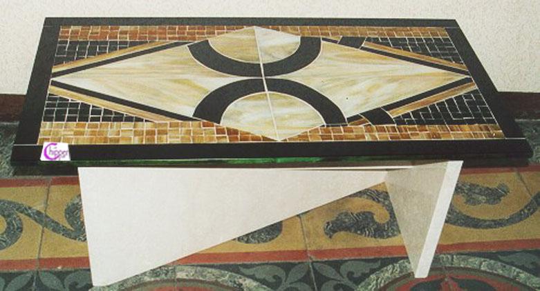 Tavolo mosaico opalescente con base in marmo