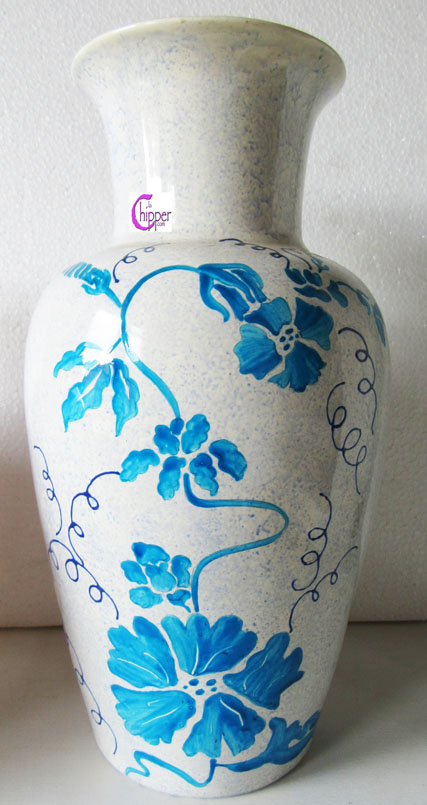 Vaso di ceramica floreale blu